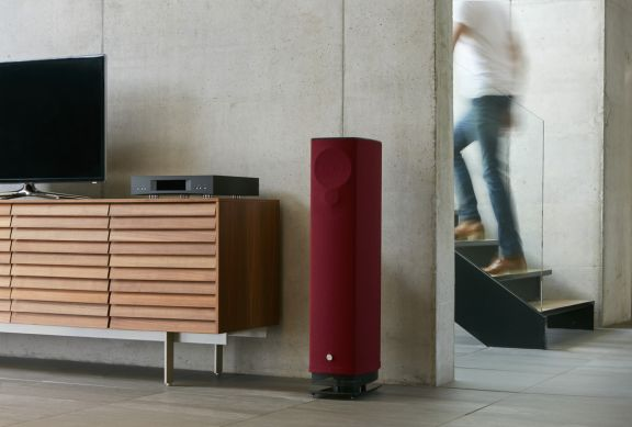 Linn 0 Claret Stairs TV Web Res ()