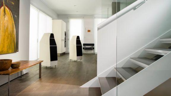 Yvette Bairritz White Modern Arch