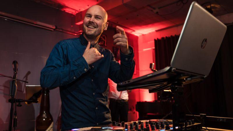 Liveband met DJ - Wij verzorgen alles, op de blaren na