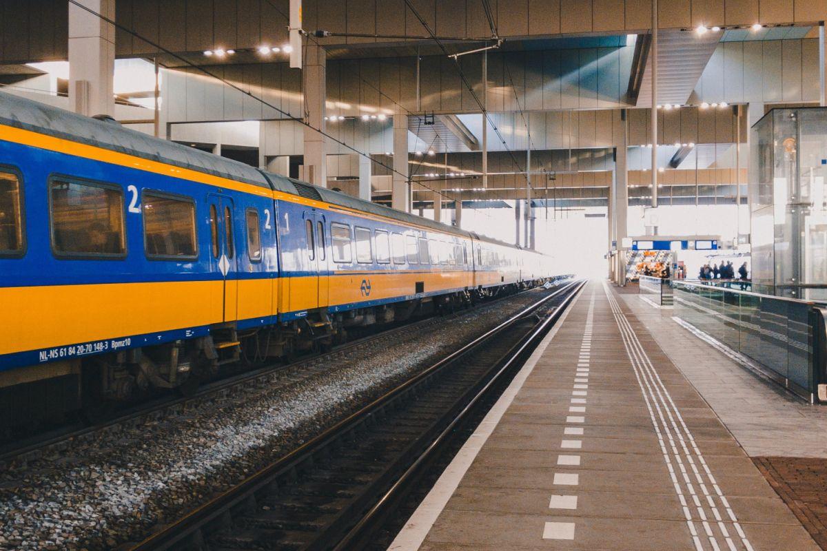 Reizen met bus, trein en tram naar Ithaka