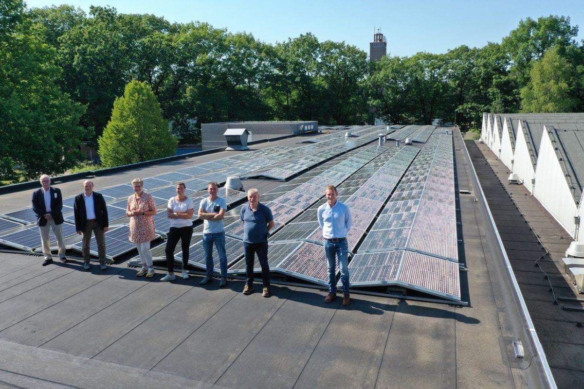 Zonnepanelen op het dak van Vakcollege Maarsbergen