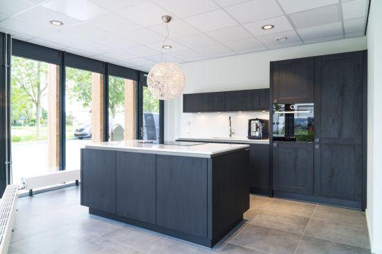 Strakke Zwarte Keuken : Strakke zwarte keuken uit barneveld acé keukens