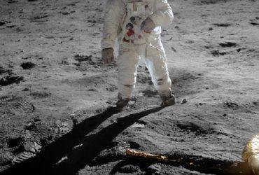 Buzz Aldrin met reflectie van Neil Armstrong