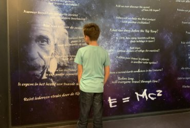 Kind in Museum